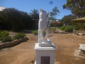 Two Wells - Statue 02
