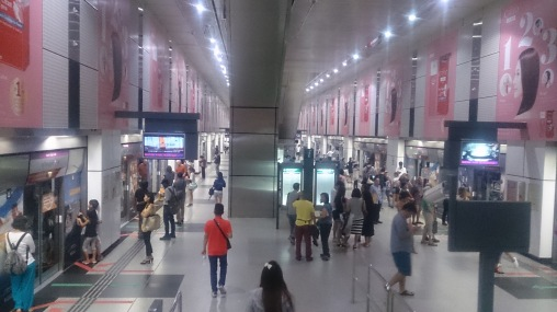 (pic - Story) Singapore - MRT Station
