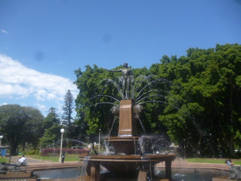 (pic - Story) Hyde Park - Archibald Fountain 02