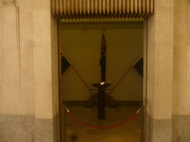 (pic - Story) Hyde Park - War Memorial Eternal Flame