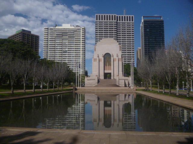 (pic - Story) Hyde Park - War Memorial Outside