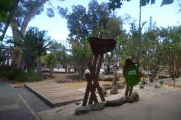 (pic - Story) Adelaide Zoo - Play Equipment 01