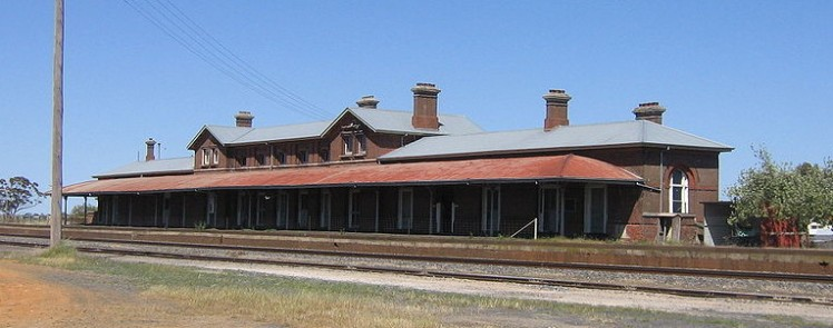 (pic - Story) Overland - Serviceton Station