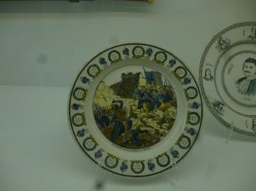 (pic - Story) Hellenic Museum - Revolutionary Plates 01