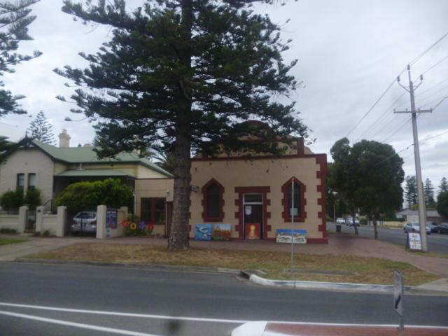 (pic - Story) Henley & Grange - Art Building