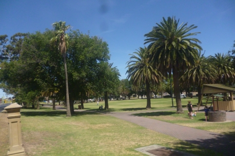 (pic - Story) To Melbs - Horsham Park 01