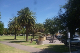(pic - Story) To Melbs - Horsham Park 02