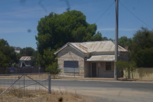 (pic - Story) To Melbs - Kaniva Buildings 01