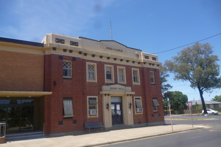 (pic - Story) To Melbs - Kaniva Buildings 04