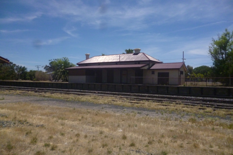 (pic - Story) To Melbs - Kaniva Station