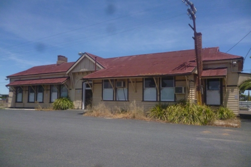 (pic - Story) To Melbs - Nhill Station 01