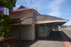 (pic - Story) To Melbs - Nhill Station 03