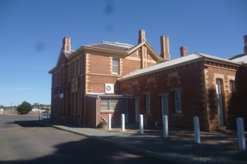 (pic - Story) To Melbs - Stawell Station 01