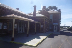 (pic - Story) To Melbs - Stawell Station 02