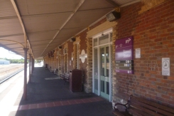 (pic - Story) To Melbs - Stawell Station 03