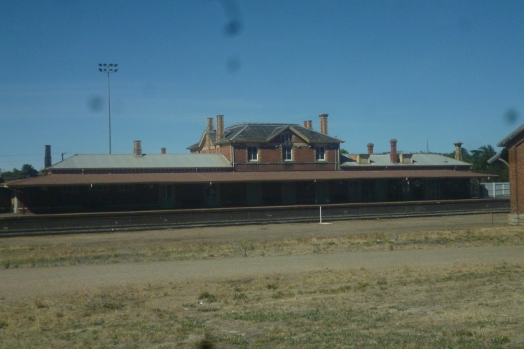 (pic - Story) To Melbs - Stawell Station 04