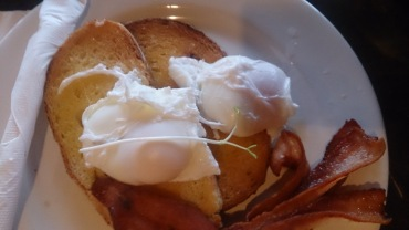(pic - Story) Warrnambool - Brocky's Bacon & Eggs 01