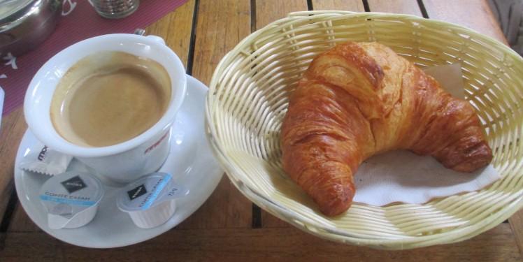 pic-story-bonn-coffee-croissant