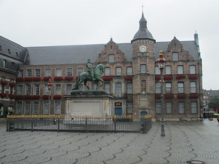 pic-story-dusseldorf-altes-rathaus-03
