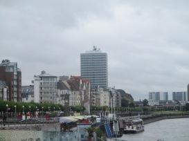 pic-story-dusseldorf-rhine-promenade-04