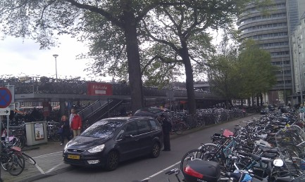 pic-story-amsterdam-lots-of-bikes