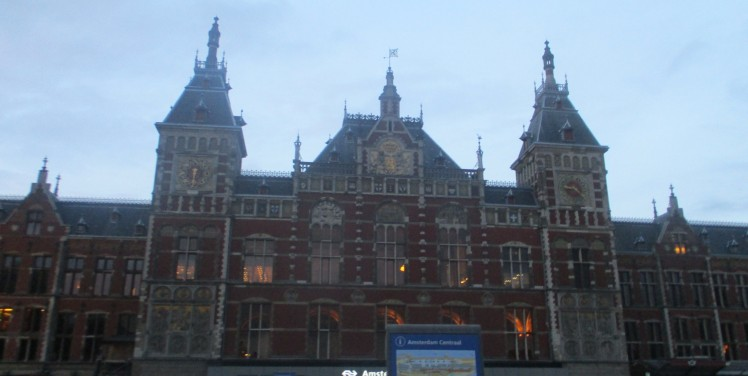 pic-story-amsterdam-title