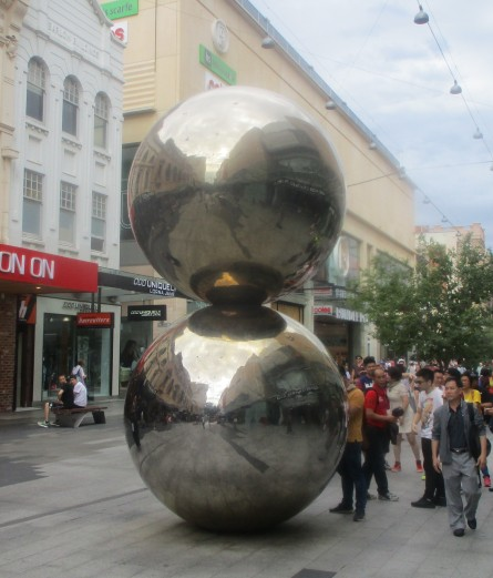 (pic - Story) Fringe 2017 - Malls Balls