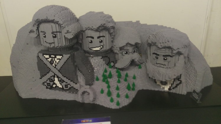 (pic - Story) Lego - Mt Rushmore
