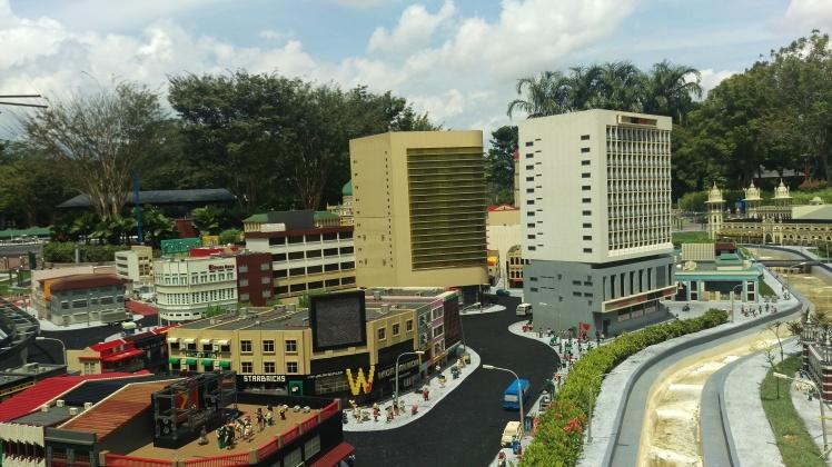 (pic - Story) JB - Lego Land