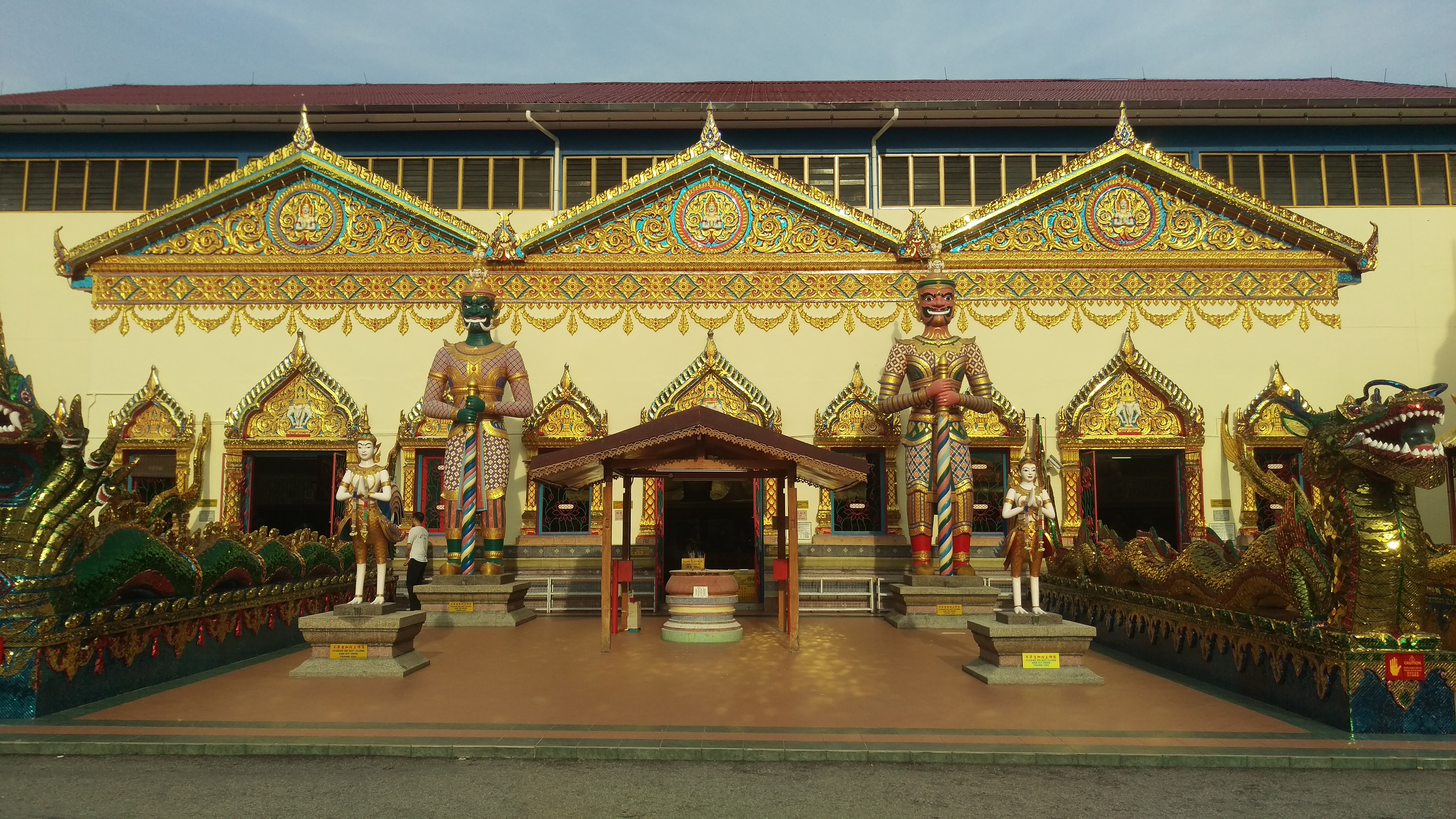 (pic - Story) Penang - Temple Entrance
