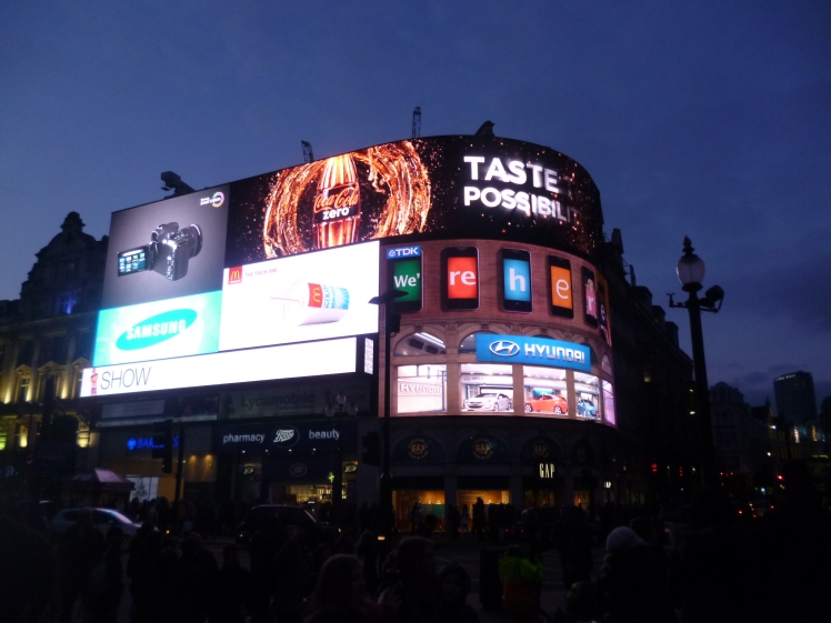 (pic - Story) London - Picadilly Circus