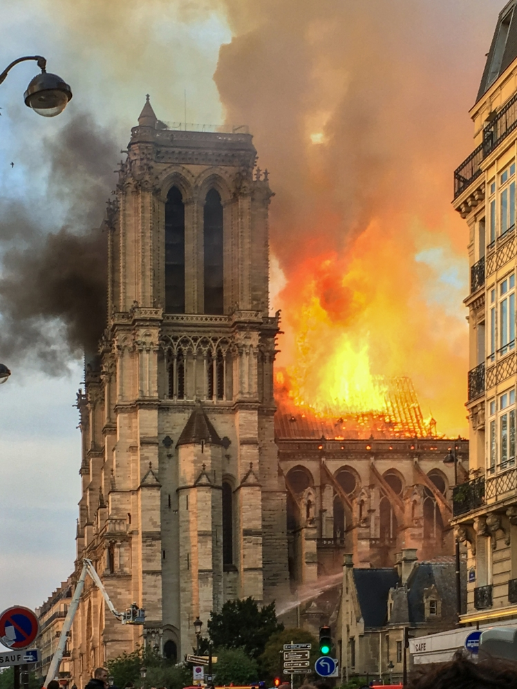 (pic - Story) Notre Dame - Fire